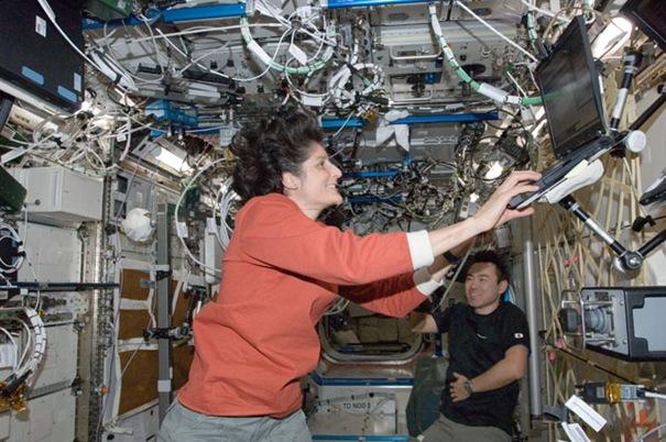 Sunita_Williams_Of_NASA_At_Space_Sation_(TheZeroLife.Com)