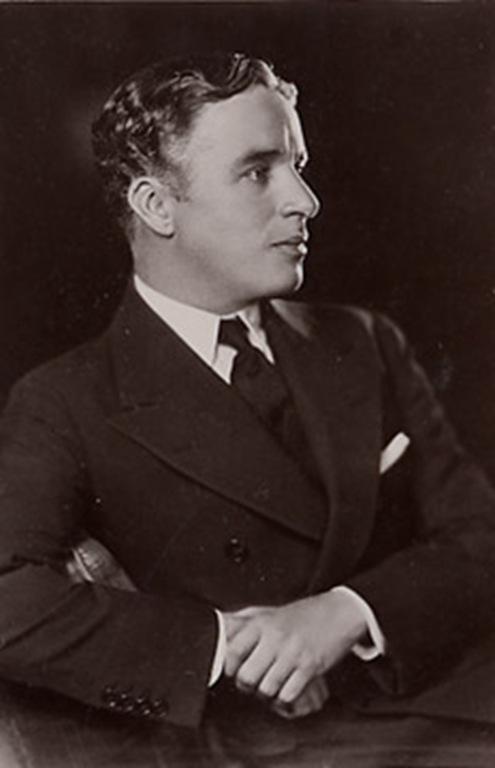 Young- Charles_Chaplin_Photo_Image_(TheZeroLife.Com)